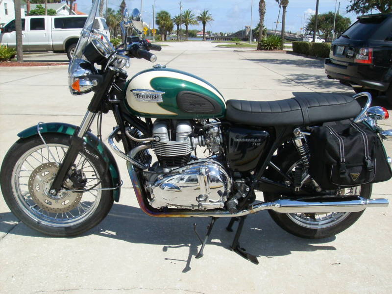 belle moto triumph bonneville t100 v hicules motos tout terrains. Black Bedroom Furniture Sets. Home Design Ideas