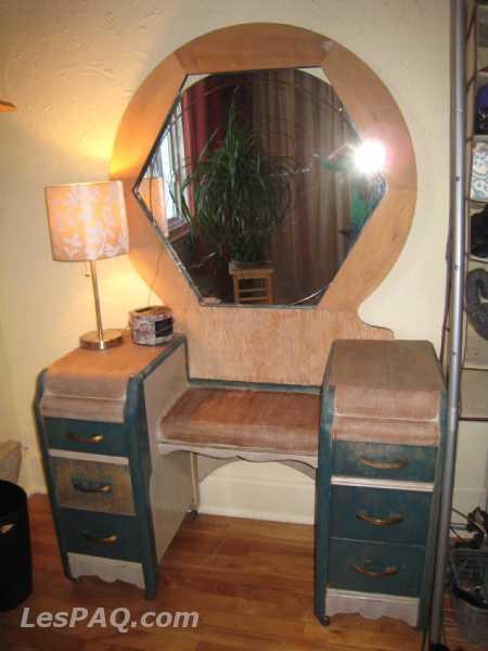 coiffeuse r tro et bureau l 39 ancienne marchandise. Black Bedroom Furniture Sets. Home Design Ideas