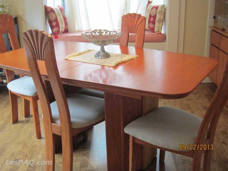 Table de salle manger chaises buffet marchandise for Table salle a manger quebec