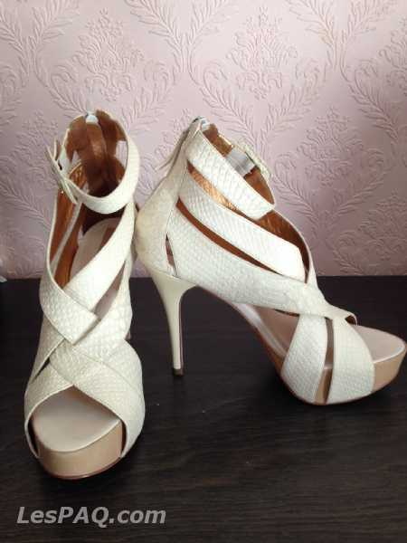 BCBG leather shoes, size 38